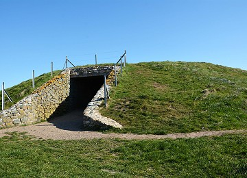 Entrance to Barclowedd Y Glawes burial chamber