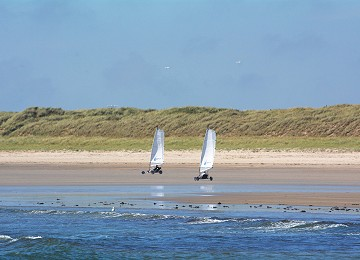Remove   Land sailing at rhosneigr by sea