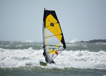 Windsurfer coming back to shore
